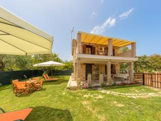 2 bedroom Villa with Housekeeping Included in Meso Gerakari - Meso Gerakari vacation rentals