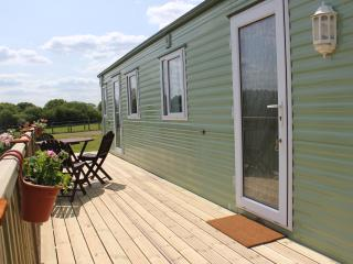 Comfortable 2 bedroom Hay-on-Wye Caravan/mobile home with Television - Hay-on-Wye vacation rentals