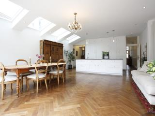 Divine 4 bed family home on Hotham Road, Putney - London vacation rentals