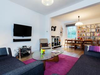 Modern and stylish 3 bed house, Vallance Road, Bethnal Green - London vacation rentals