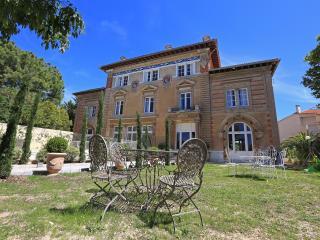 N4 Appartement dans château, piscine, bien situé - Marseille vacation rentals