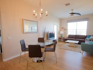 VISTA CAY EXECUTIVE PENTHOUSE SLEEPS 6. Remodeled - Orlando vacation rentals