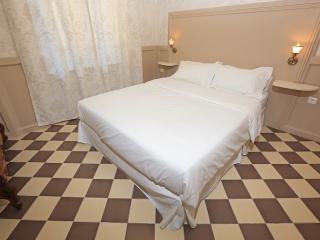 N1 Appartement dans château, piscine, bien situé - Marseille vacation rentals