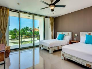 Acacia 303, 2 bedrooms at few steps from the beach - Playa Paraiso vacation rentals