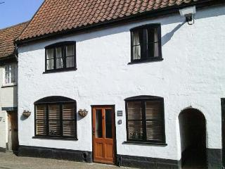 DAMGATE COTTAGE, family friendly, character holiday cottage in Wymondham, Ref 12426 - Wymondham vacation rentals