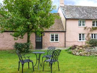 THE STABLES, annexe, ideal for couples, private garden, in Blagdon Hill, near - Taunton vacation rentals