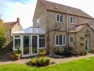 CASTLE VIEW, pet friendly, character holiday cottage, with a garden in - Helmsley vacation rentals