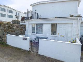 APARTMENT 2, romantic, with a garden in Rhosneigr, Ref 4091 - Rhosneigr vacation rentals