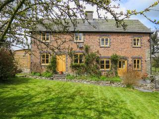 BYRDIR COTTAGE, pet friendly, character holiday cottage, with a garden in Rhayader, Ref 4383 - Rhayader vacation rentals