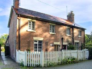 AQUEDUCT COTTAGE canalside property, WiFi, open fire in Chirk, Ref 916333 - Chirk Bank vacation rentals