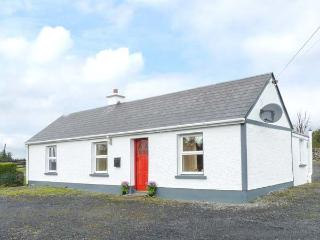 DOOGARA COTTAGE, WiFi, single-storey, detached, open fire, off road parking - Ballaghaderreen vacation rentals