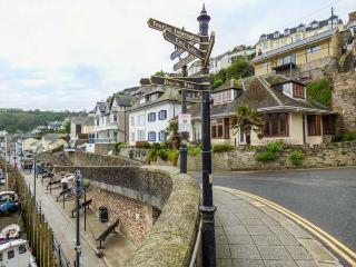 RIVERCREST, open plan cottage with balcony, close to the beach, in Looe, Ref 930027 - Looe vacation rentals