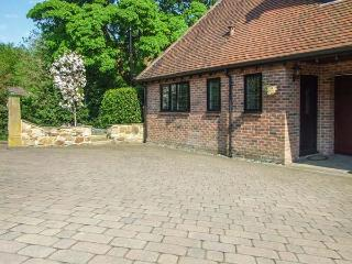 BEECHCROFT CORNER HOUSE romantic retreat, WiFi, close to city centre in Sheffield Ref 930258 - Sheffield vacation rentals