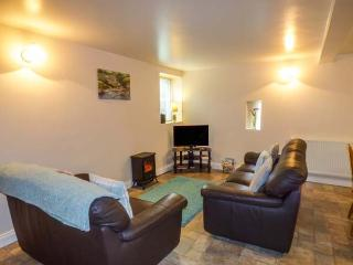 POST BOX COTTAGE, semi-detached, open plan, private patio, WiFi, in Staithes, Ref 934802 - Staithes vacation rentals