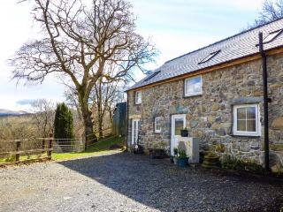 BRYN Y GWIN COTTAGE ground floor, character, underfloor heating, fishing Dolgellau Ref 934791 - Dolgellau vacation rentals