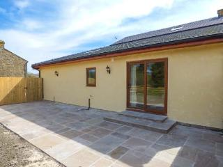 PLOUGHSHARE, woodburning stove, open plan, all ground floor, Garstang, Ref 937841 - Garstang vacation rentals
