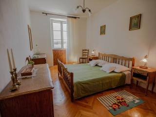 2 bedroom Apartment with Washing Machine in Sibenik - Sibenik vacation rentals