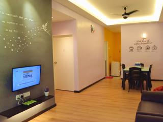 Melaka H & H Guest House 马六甲晋巷民宿 - Melaka vacation rentals