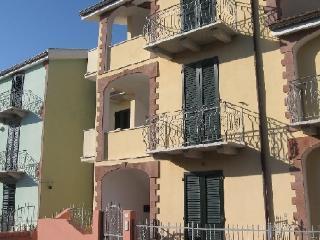 APPARTAMENTO BILOCALE PIANO TERRA - Valledoria vacation rentals