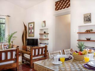 Villa Xochimilco w/ Tropical Gardens, Pool & Locat - Cuernavaca vacation rentals