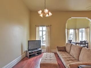 Charming 2BR Oakland Townhome w/Wifi, Expansive Backyard & Flat Screen TV - Within Walking Distance of Downtown Oakland! - Oakland vacation rentals