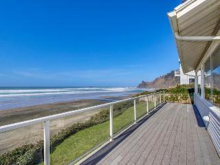 Warm, oceanfront house w/ amazing ocean views & quick beach access! - Lincoln City vacation rentals