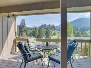Charming mountain condo w/ golf course views & nearby ski access! - Welches vacation rentals