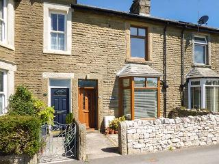 ASH HOUSE, woodburner and open fire, pet-friendly, enclosed garden, WiFi, Silverdale, Ref 925438 - Silverdale vacation rentals