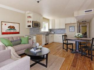 Furnished 2-Bedroom Townhouse at M.L.K. Jr Way & West St Oakland - Emeryville vacation rentals
