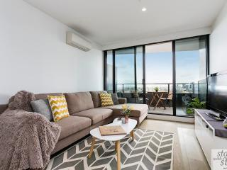 Rooftop Jacuzzi, 2BD Luxury Living. - Melbourne vacation rentals