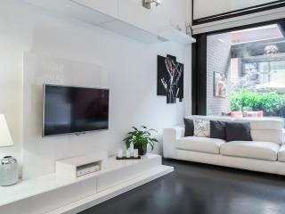 APPARTAMENTO CON GIARDINO, IN ZONA STAZIONE CENTRALE, VICINO ALLA METROPOLITANA - Milan vacation rentals