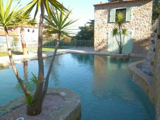VILLA BORD DE MER PISCINE WIFI PARKING [77lm] - La Napoule vacation rentals