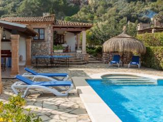 Adorable 3 bedroom Pollenca House with Internet Access - Pollenca vacation rentals