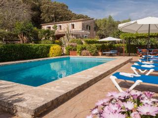 Lovely 3 bedroom Pollenca House with Internet Access - Pollenca vacation rentals