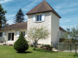 Bright 4 bedroom Brignac-la-Plaine House with Internet Access - Brignac-la-Plaine vacation rentals