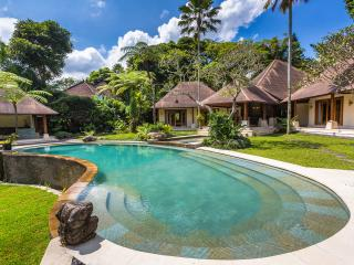 5 star in the jungle! - Sayan vacation rentals
