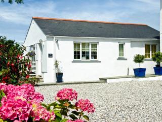 Beautiful 2 bedroom Bungalow in Saint Issey - Saint Issey vacation rentals