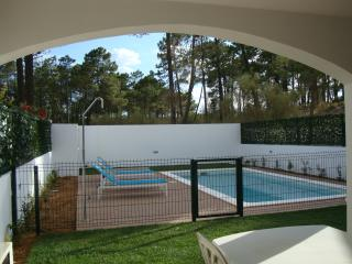 Lovely 4 bed 3 bath house. Pool. walking to beach. - Monte Gordo vacation rentals