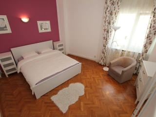 Unirii, 98 sqm apartment, next to the Old Town - Bucharest vacation rentals