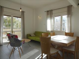 Sunny 3 rooms 3 min to the beach - Tel Aviv vacation rentals