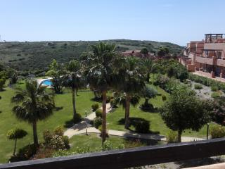 Casares del Sol, 2 bed, aircon, wifi, pool, uk tv - Casares vacation rentals