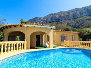 Cozy 3 bedroom Villa in Denia with A/C - Denia vacation rentals