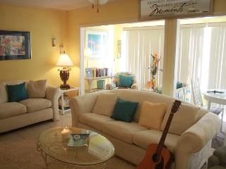 Spacious Condo on Lake in the Heart of Destin! Located on the first floor!!!! - Destin vacation rentals