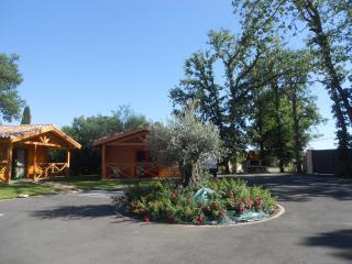 village de 8 gites individuels proches de Toulouse - Fronton vacation rentals