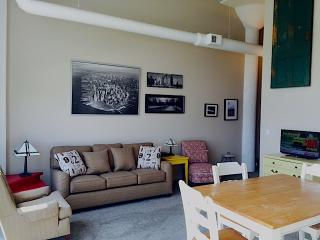 Downtown Waterfront 2 bdrm 2 bath, sleeps 7 - Sandusky vacation rentals