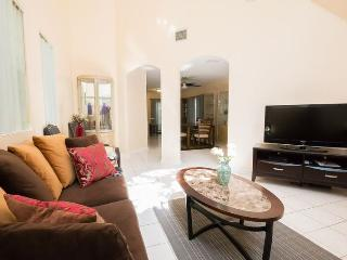 Coconut Grove gem, 3 bedrooms, sleeps 8, private - Miami vacation rentals