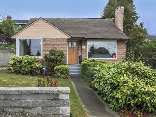 Cheerful & Inviting in North Seattle - Close To Downtown - Seattle vacation rentals