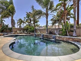 Sunny 5-Bed Home In Anaheim - Minutes From Disneyland - Sleeps 12 - Anaheim vacation rentals