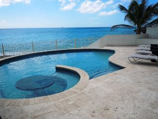 Beachfront w/ Beach Chairs & Umbrellas, Ideal for Couples & Groups, Private Pool, Gated Community - Cupecoy vacation rentals
