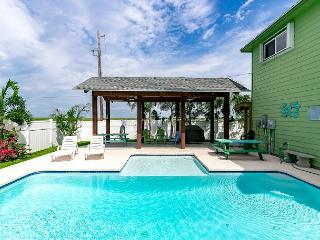 Cuckoos Nest: Private Pool, *6 seat golf cart (see terms), Pets Considered - Port Aransas vacation rentals